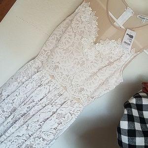 White lace midshort dress